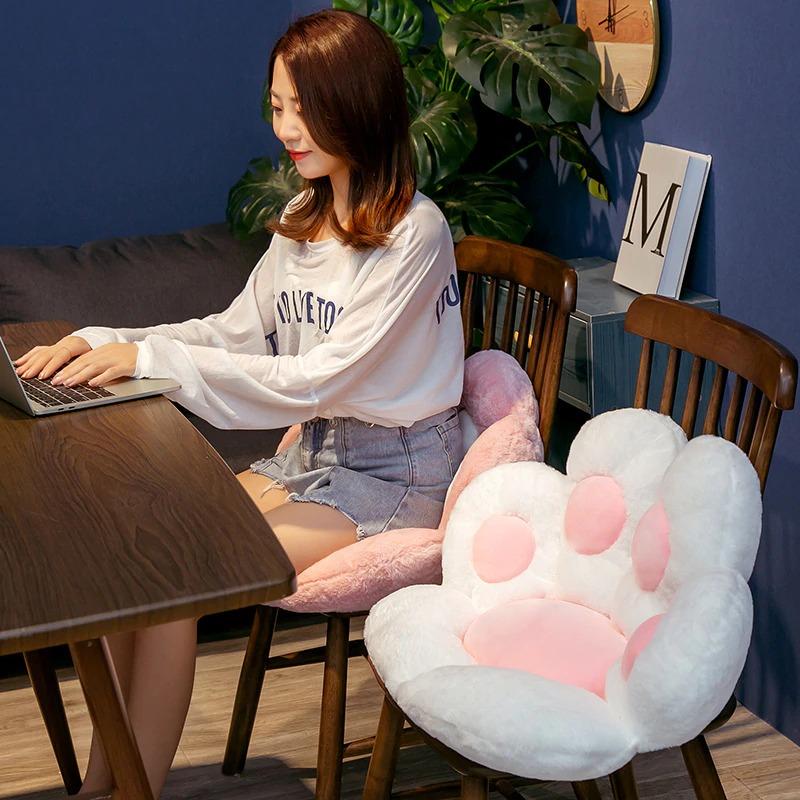 kawaii-cat-paw-seat-cushion-2