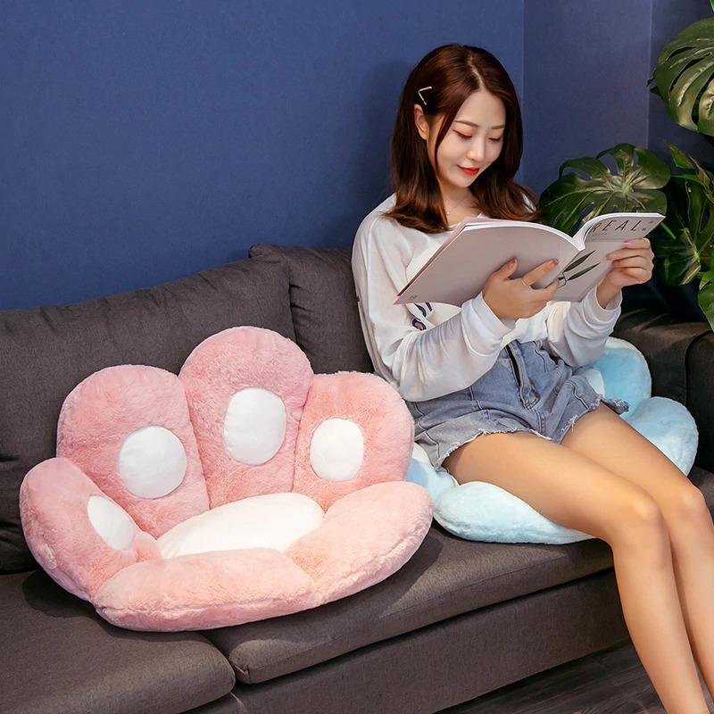 kawaii-cat-paw-seat-cushion-3